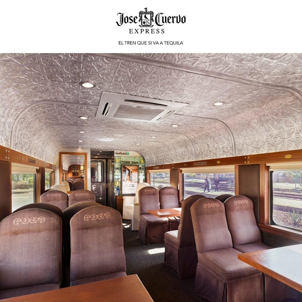 Adentro del tren de Jose Cuervo